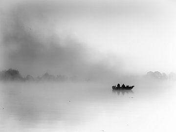 Vissers in het ochtendlgoren (zwart-wit) van Lex Schulte