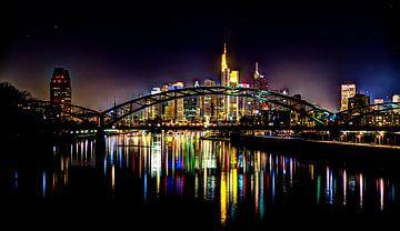 Farben der Frankfurter Skyline bei Nacht von Kilian Schloemp
