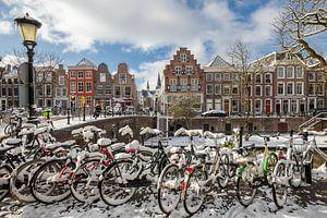 Utrecht Oudegracht bij de Geertebrug in wintersfeer. van André Russcher