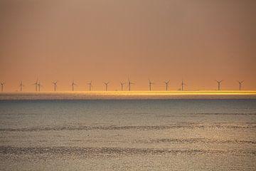Windmolens bij zonsondergang von Fred Icke