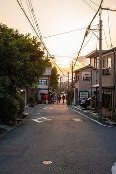 Straten van Kyoto bij zonsondergang van Mickéle Godderis
