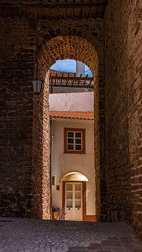Straatje in Silves, Algarve (Portugal) van Jessica Lokker
