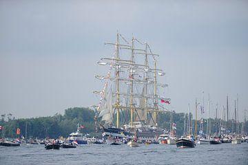 Tallship Kruzenshtern bij de parade van SAIL Amsterdam 2015 sur Merijn van der Vliet