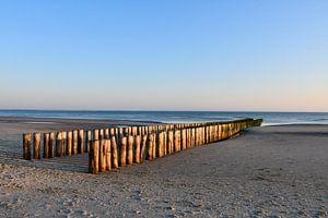 Paalhoofden op het strand van Westenschouwen
