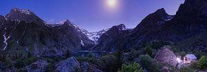 Zomeravond in de alpen van