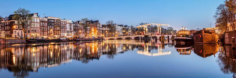 Maisons de canal sur l'Amstel à Amsterdam sur Frans Lemmens