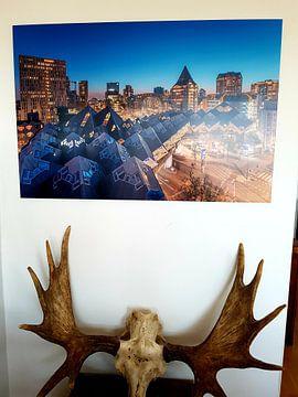 Photo de nos clients: La vue de nuit des maisons cubiques et la salle de marché à Rotterdam