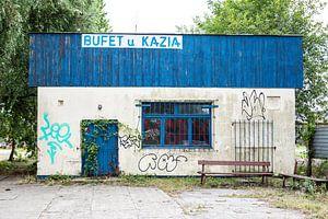 altes Restaurantgebäude mit Graffiti in Danzig