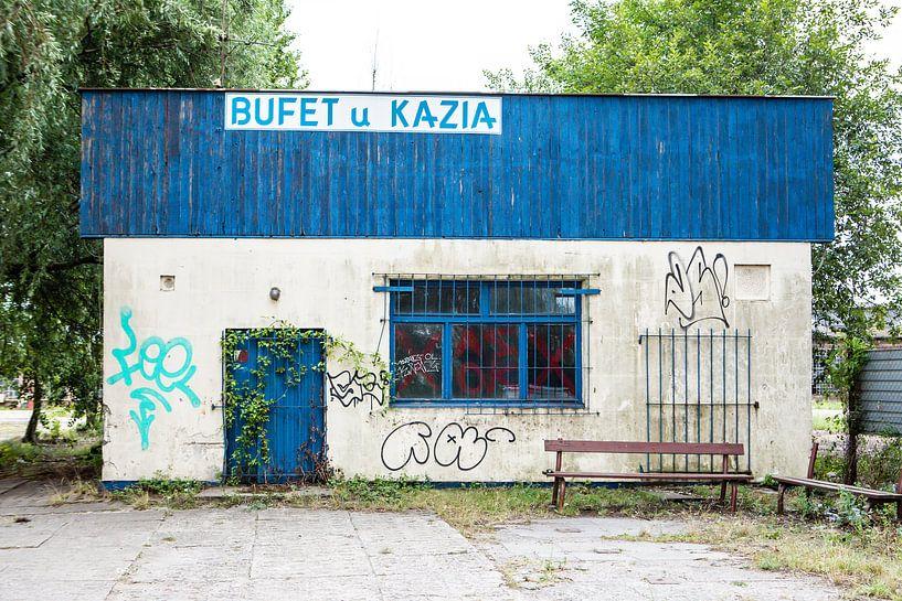 altes Restaurantgebäude mit Graffiti in Danzig von Eric van Nieuwland