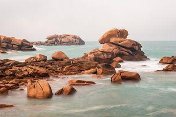Atlantic Ocean coast in Brittany, France van Rico Ködder