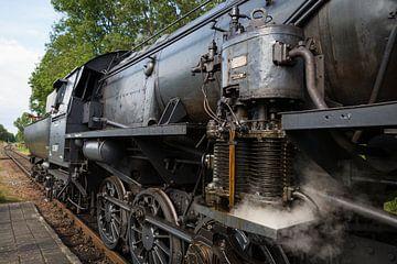 Historische Dampflokomotive am Bahnhof