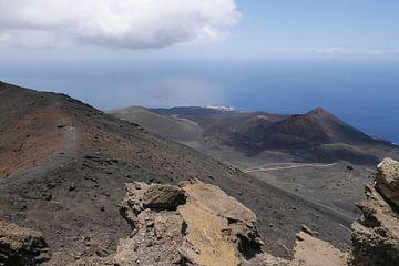 Vulkanisch landschap van Carola van Rooy