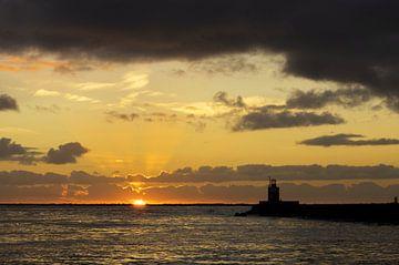 Zonsondergang Wijk aan Zee van Frans Van der Kuil