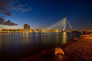 The skyline van Rotterdam met de Erasmusbrug bij zonsondergang van noeky1980 photography