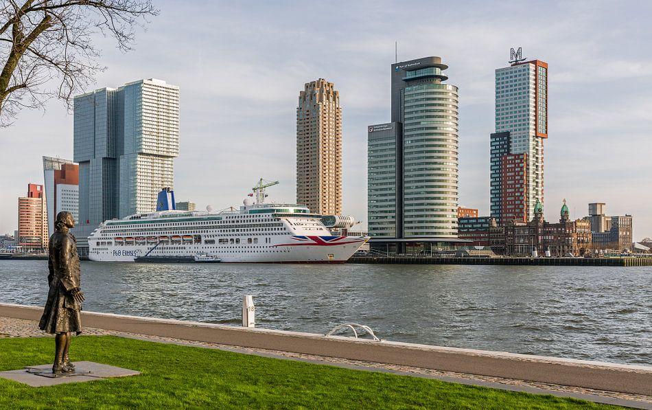 Het MS Aurora aan de Cruise Port in Rotterdam