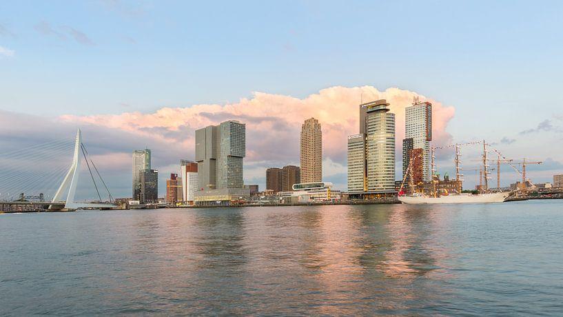 Kop van Zuid met B.A.P. Unión tijdens zonsondergang van Prachtig Rotterdam