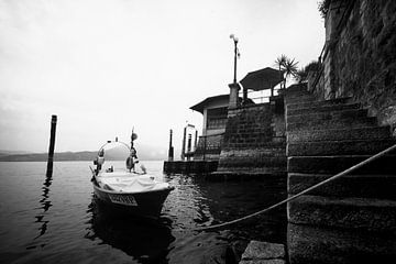 Lago Maggiore, Italië (zwart-wit) van Rob Blok