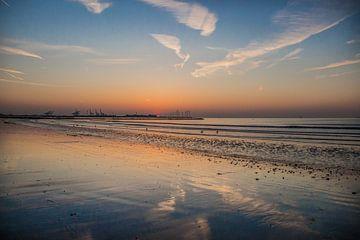 Zonsondergang aan zee von Ronald De Neve