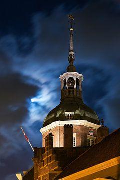 Lune au-dessus Dordrecht sur Anton de Zeeuw