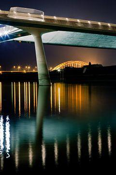 Waalbrug gezien onder de Lentloper in Nijmgen; Waalbridge seen under the Springcatcher in Nijmegen; van Robert van Grinsven