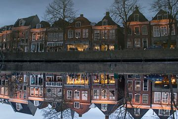 Diepswal in Dokkum in het avondlicht, reflectie van Tim Groeneveld