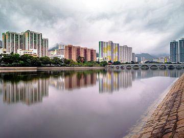 Weerspiegelingen in Hong Kong van Marcel Samson