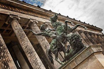 Statue in Berlin at the old museum (Color) sur Jaap van Lenthe