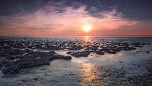 Waddenzee bij zonsondergang van Jos Reimering