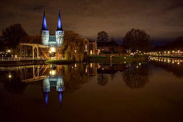 Delft, Oostpoort bij avond van Harold de Groot