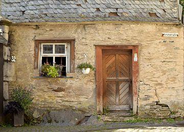Fassade eines alten Hauses in Monschau, Deutschland von Nicolette Vermeulen