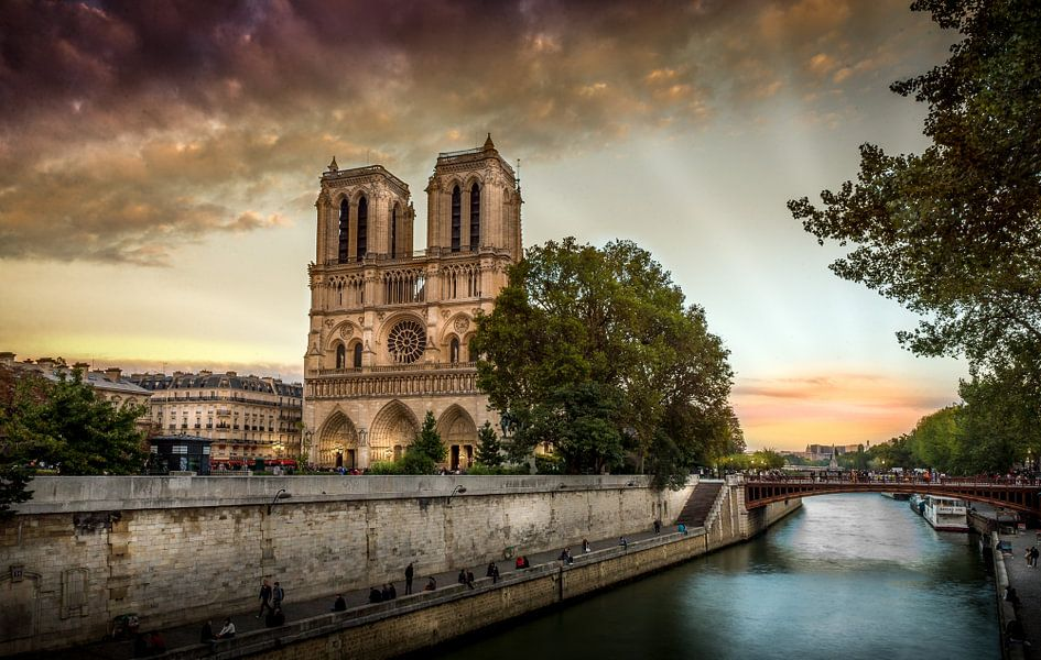 Notre Dame Sunset van Ion Chih