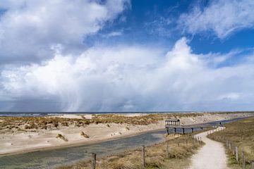 De kou van april aan de kust bij Petten. van Peter Korevaar