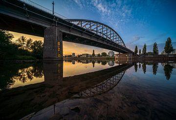 Coucher de soleil au pont du Rhin John Frost à Arnhem sur Dave Zuuring