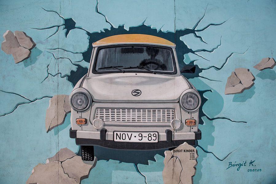 Trabant uit de muur van Photobywim Willem Woudenberg