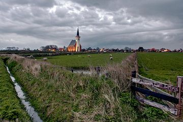 Dreigende lucht Kerk Den Hoorn Texel van Ronald Timmer