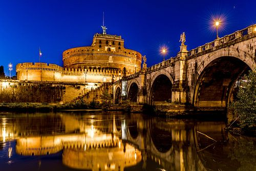 Engelenburcht in Rome bij avondlicht von Marco Schep