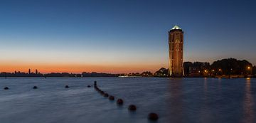Zonsondergang bij de watertoren aan de Westeinderplassen van