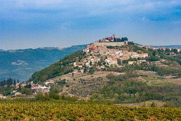 Motovun, bergdorpje in Kroatië van Easycopters