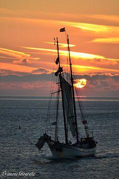Majestic ships 1 von Simone van der Heide