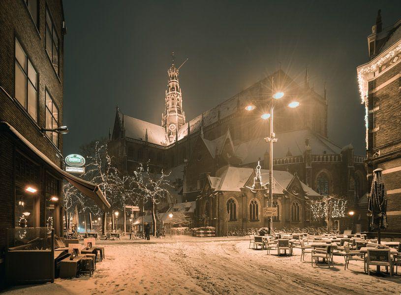 Haarlem: De St. Bavo vanuit de Damstraat. van Olaf Kramer