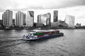 Vrachtschip in Rotterdam van Elco Smits
