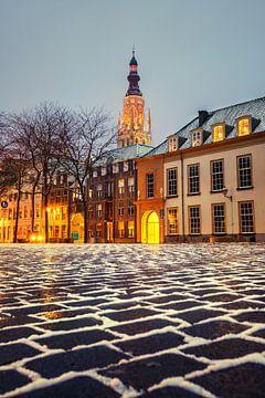 Stadsgezicht van Breda in de sneeuw