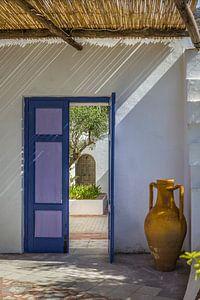 Mediterrane huisingang met amfora op Ischia van Christian Müringer