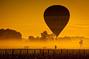 Luchtballon in de mist van