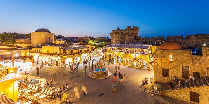 De oude stad van Rhodos bij nacht van Werner Dieterich