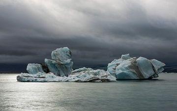 IJsschotsen en donkere wolken van Daan Kloeg