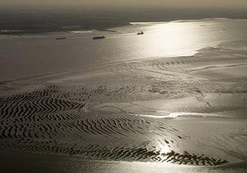 Zandplaat Westerschelde bij laagwater. van Sky Pictures Fotografie