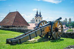 Kanon op de muur van de burcht van Eger, Hongarije van Menno van der Haven