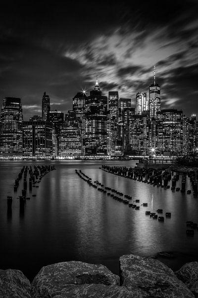 MANHATTAN zonsondergang boven New York City Monochrome van Melanie Viola