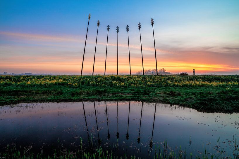 Oerwold De Onlanden tijdens zonsopkomst met reflectie van R Smallenbroek